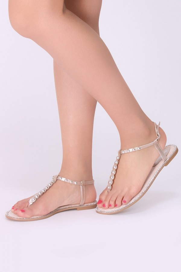Nu-pied avec des petits perles